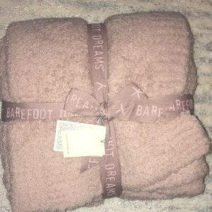 Barefoot dreams cozychic throw